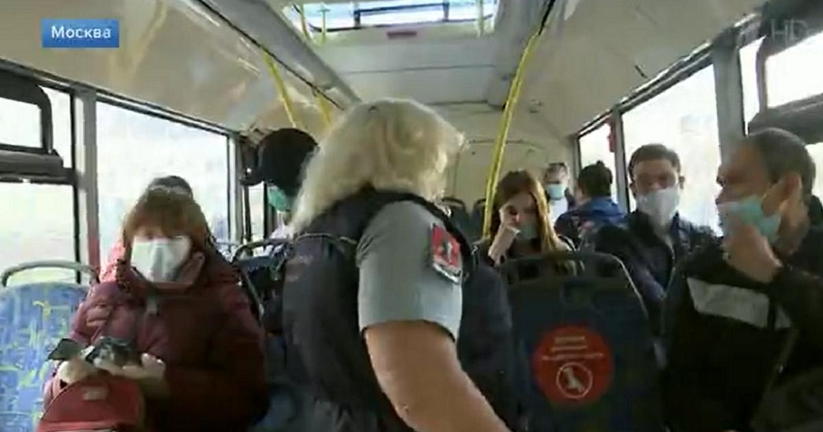 Масочные рейды в Москве: как штрафуют в метро, магазинах и фитнесах