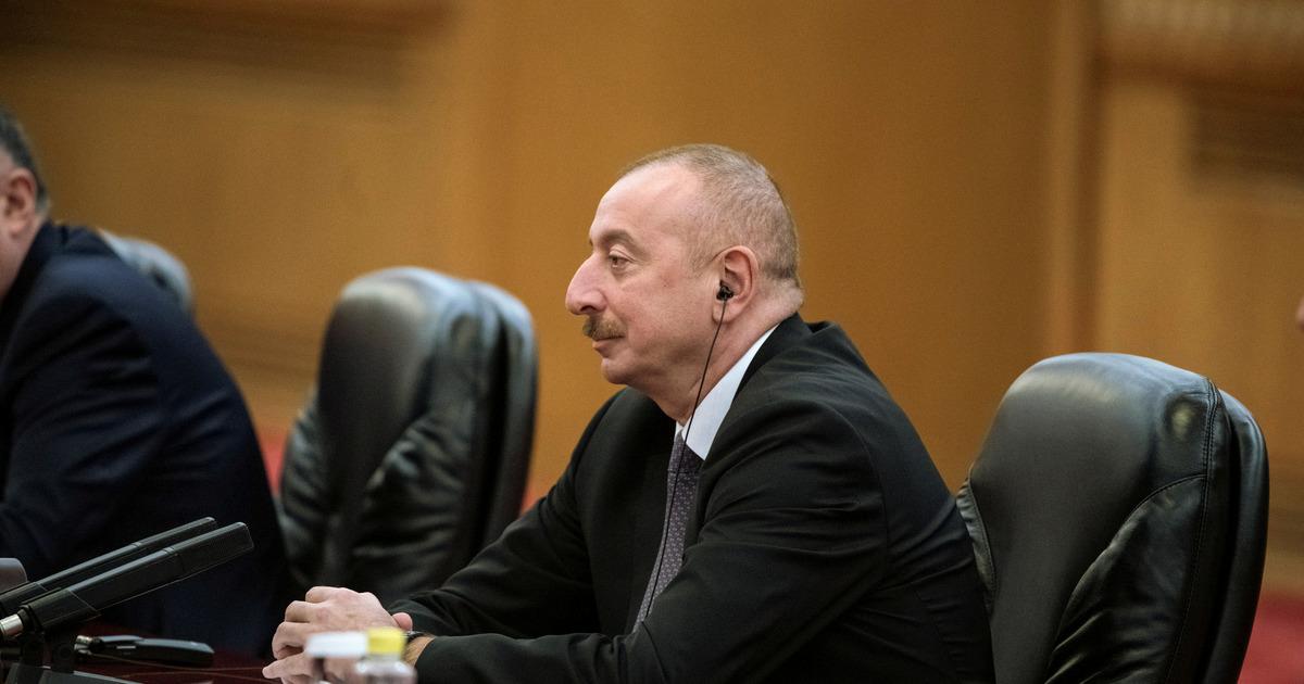 Президент Азербайджана назвал условие прекращения военных действий в Карабахе