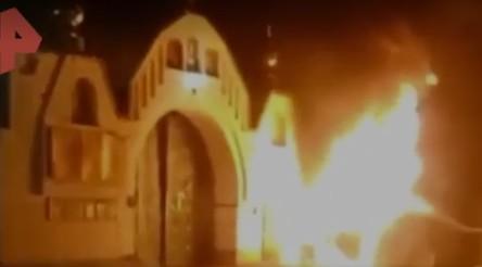 В Подмосковье иномарка врезалась в стену храма и загорелась