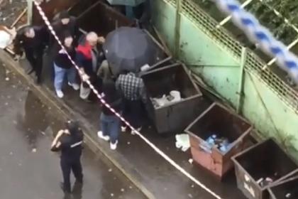 В Хабаровске в мусорном контейнере нашли тело младенца