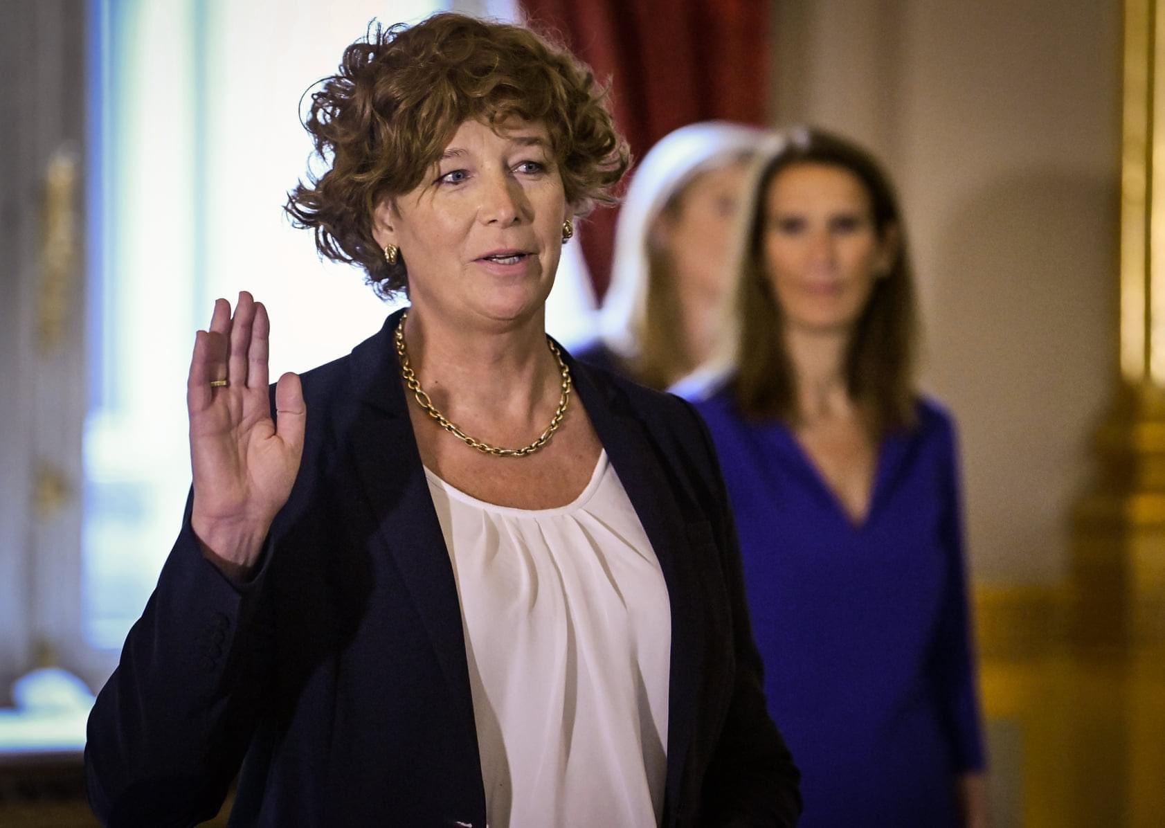 Вице-премьером Бельгии стала трансгендерная женщина
