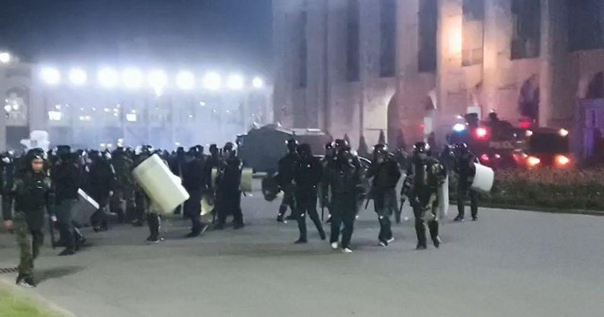 Во время протестов в Бишкеке один человек погиб