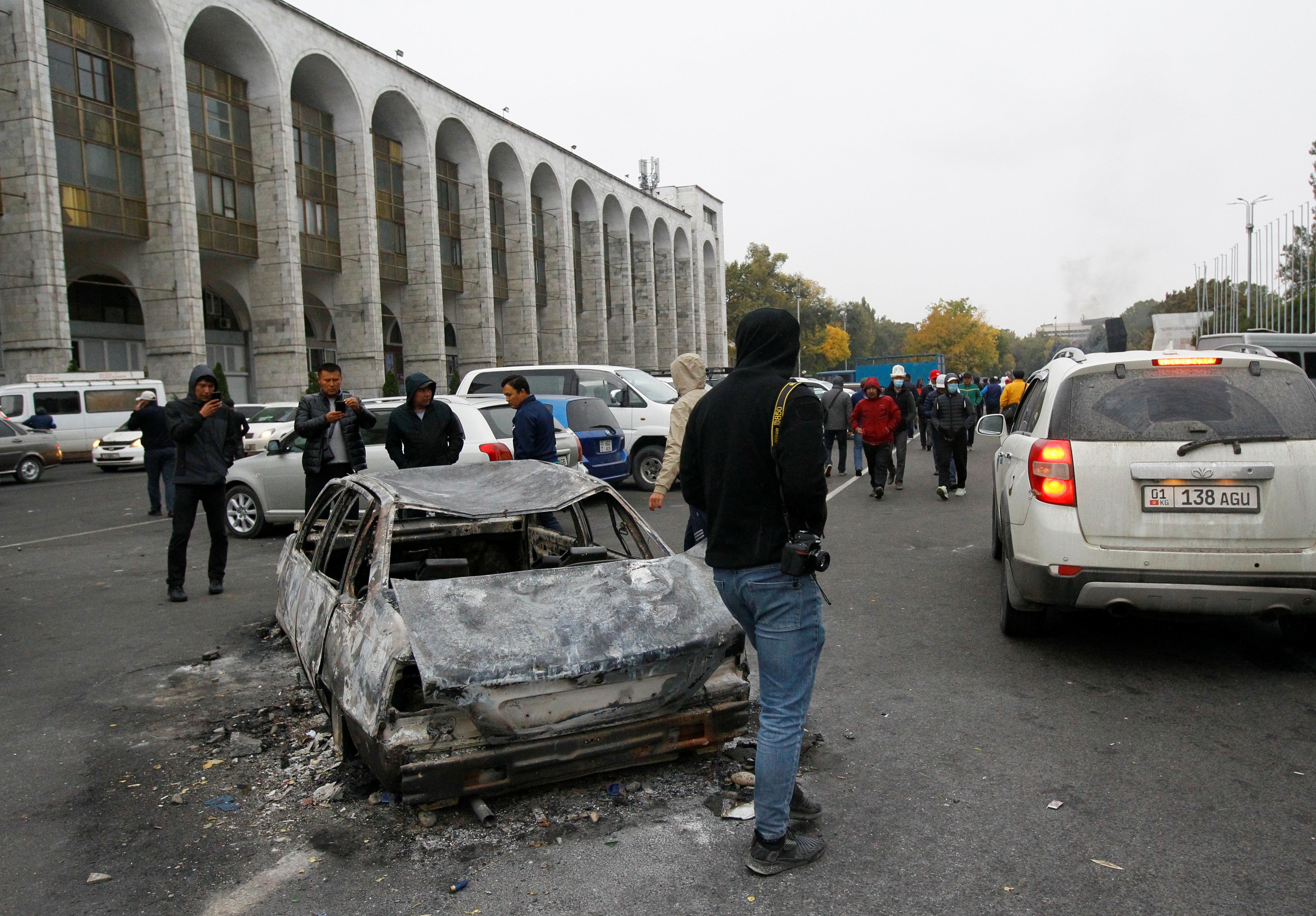 В Киргизии после беспорядков госпитализировали 200 человек