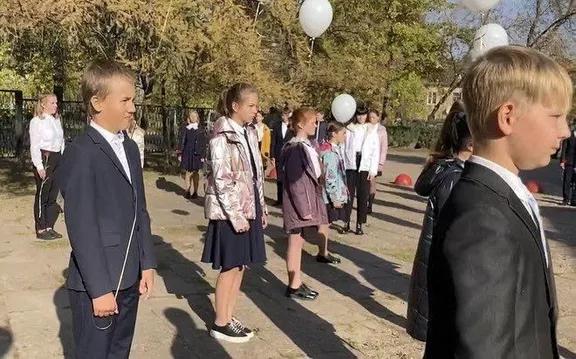 Ученица школы в Великих Луках рассказала об инциденте на линейке