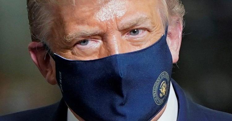 Трамп вернулся к работе в Овальном кабинете