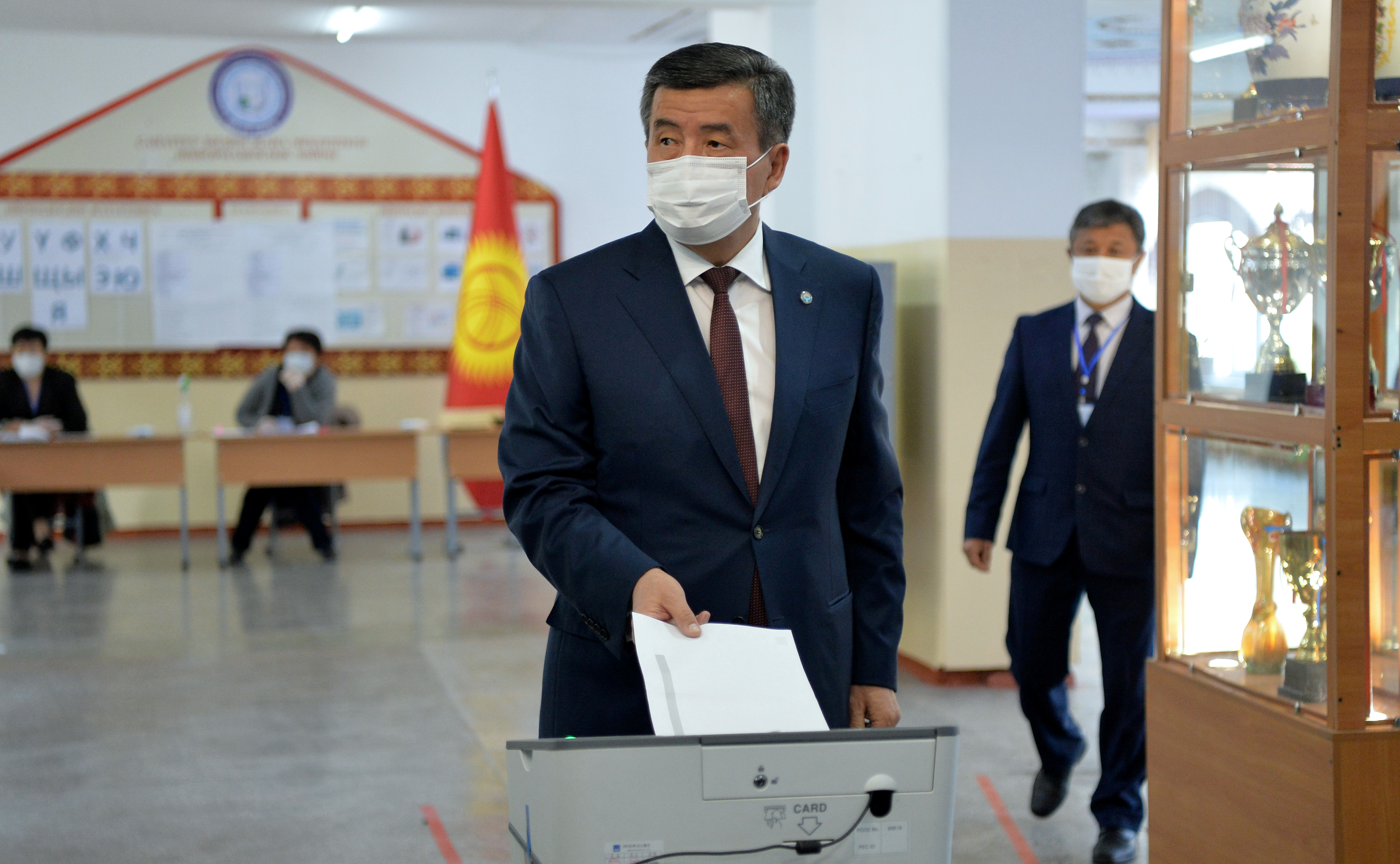 В Киргизии потеряли президента Жээнбекова