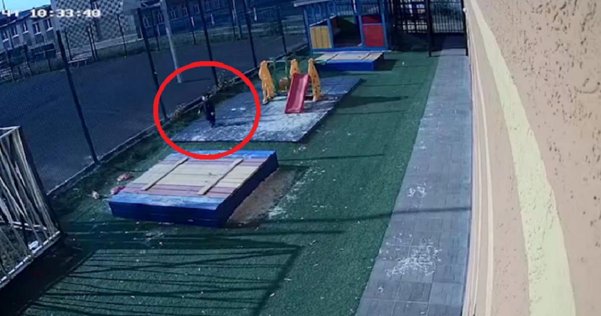 В Альметьевске воспитательница детсада забыла на улице малыша