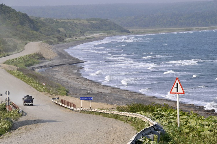 Система нехарактерных пятен на Камчатке протянулась на 20 км