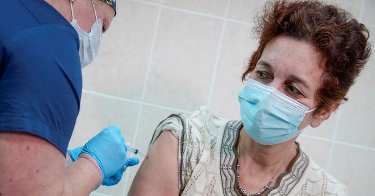 Россиян не будут штрафовать за отказ от вакцинации