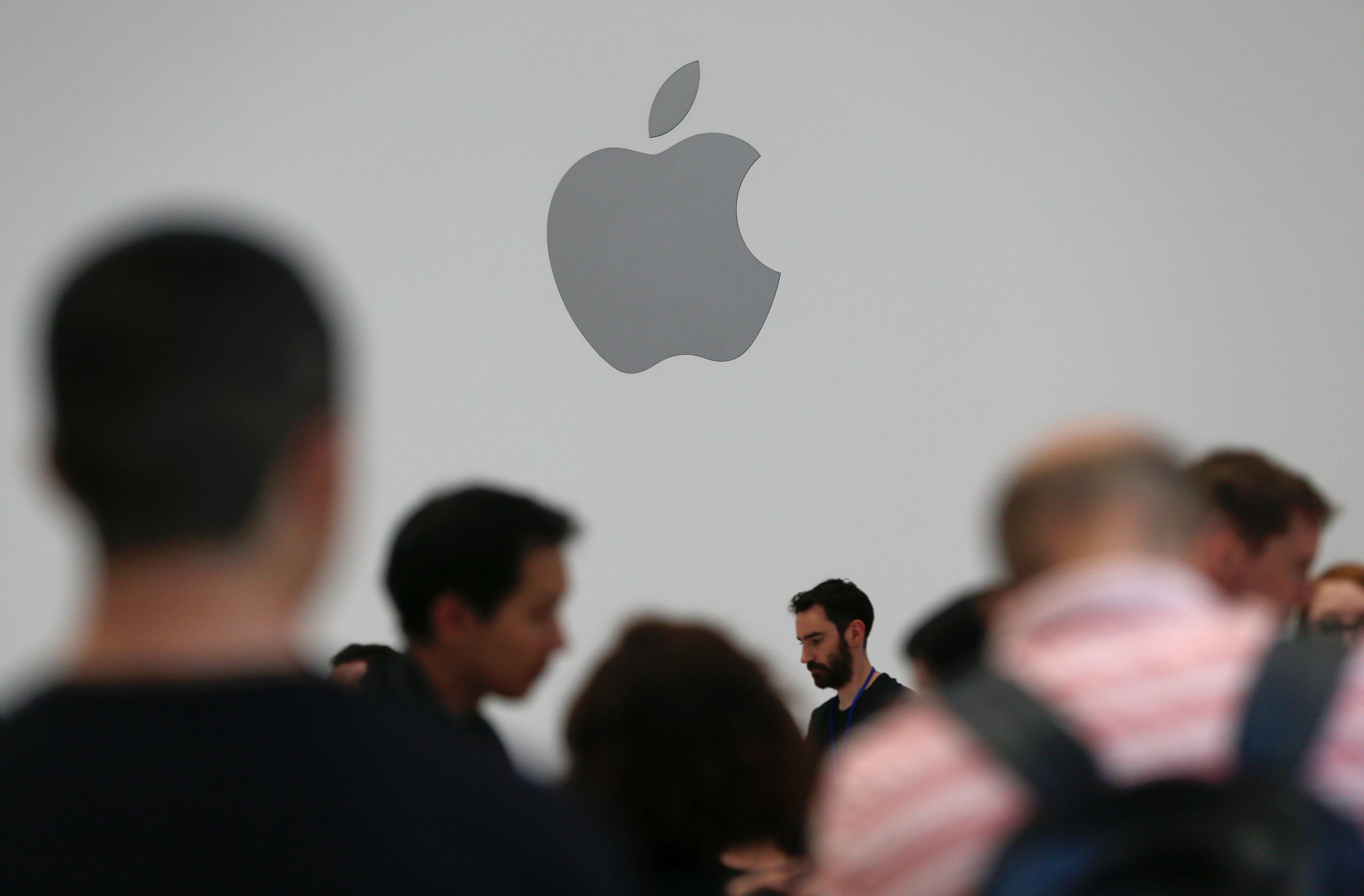 Американец подал в суд на Apple из-за монополии на игры