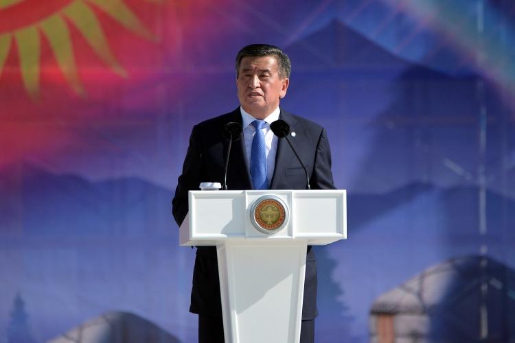 Президент Киргизии приказал ввести войска в Бишкек