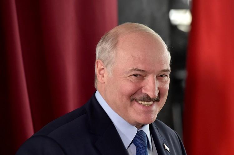 Лукашенко рассказал, как помог Тихановской выехать в Литву