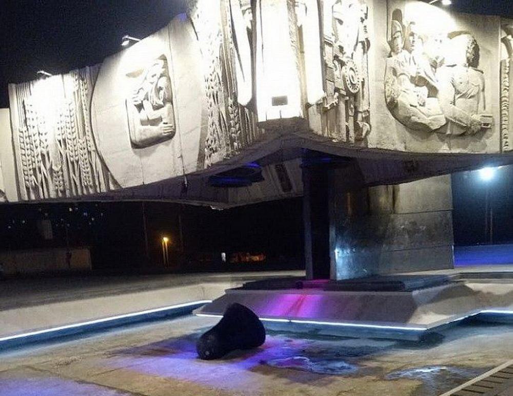 В Ростове упавший с мемориала колокол увезли в неизвестном направлении
