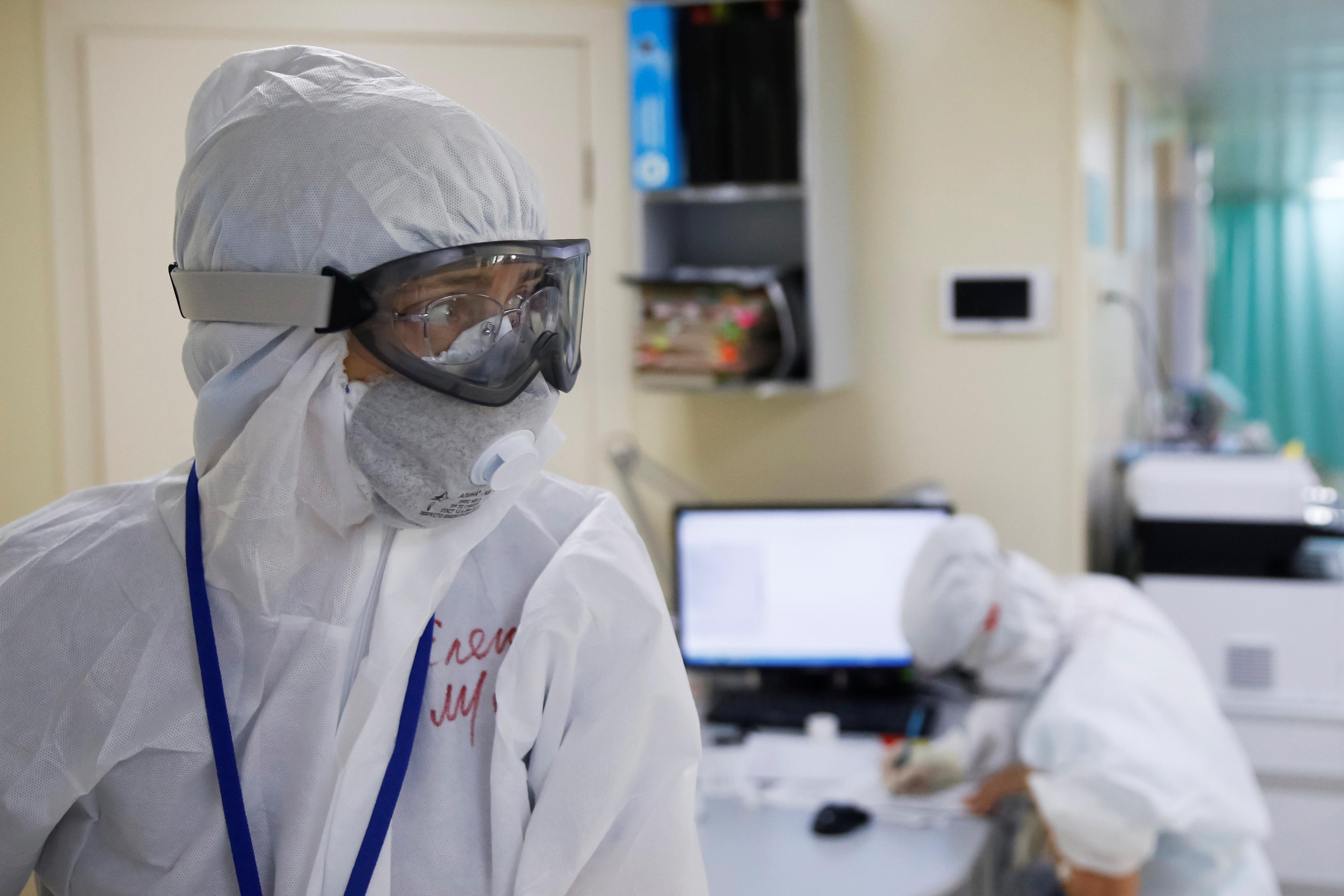 Роспотребнадзор пообещал выход на «плато» коронавируса до конца месяца