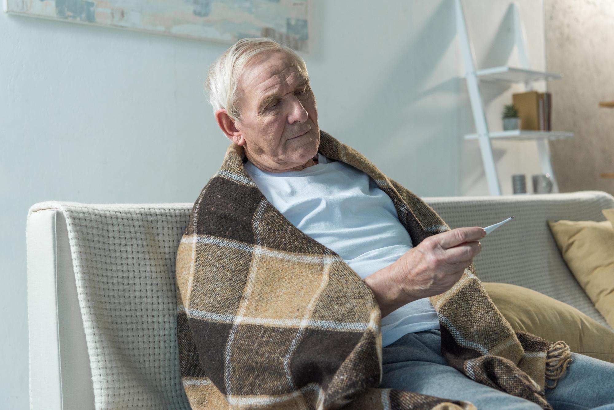 Роспотребнадзор: число новых случаев COVID-19 за сутки снизится не раньше февраля-марта