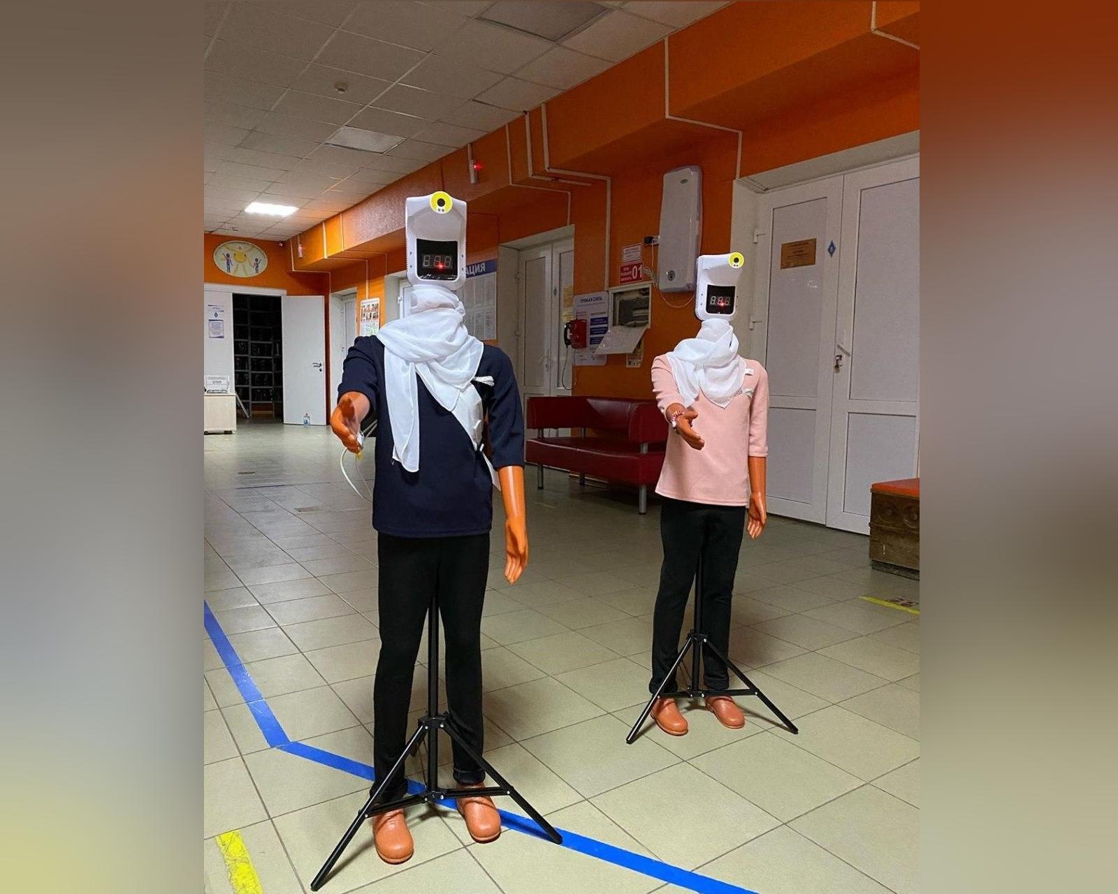 В Ростовской больнице манекены поставили замерять температуру пациентам