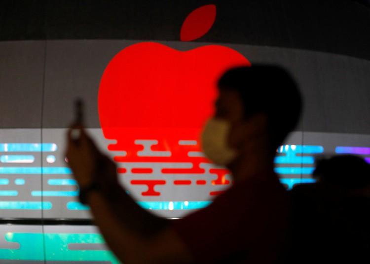 Новые смартфоны Apple будут заряжаться с помощью зарядки MagSafe