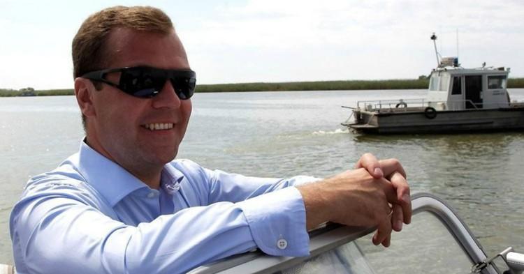 Медведев заявил, что закрытие границ от коронавируса не спасет