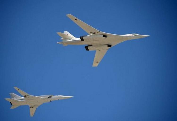 Сверхзвуковые российские Ту-160 завершили 12-часовой полет над тремя морями
