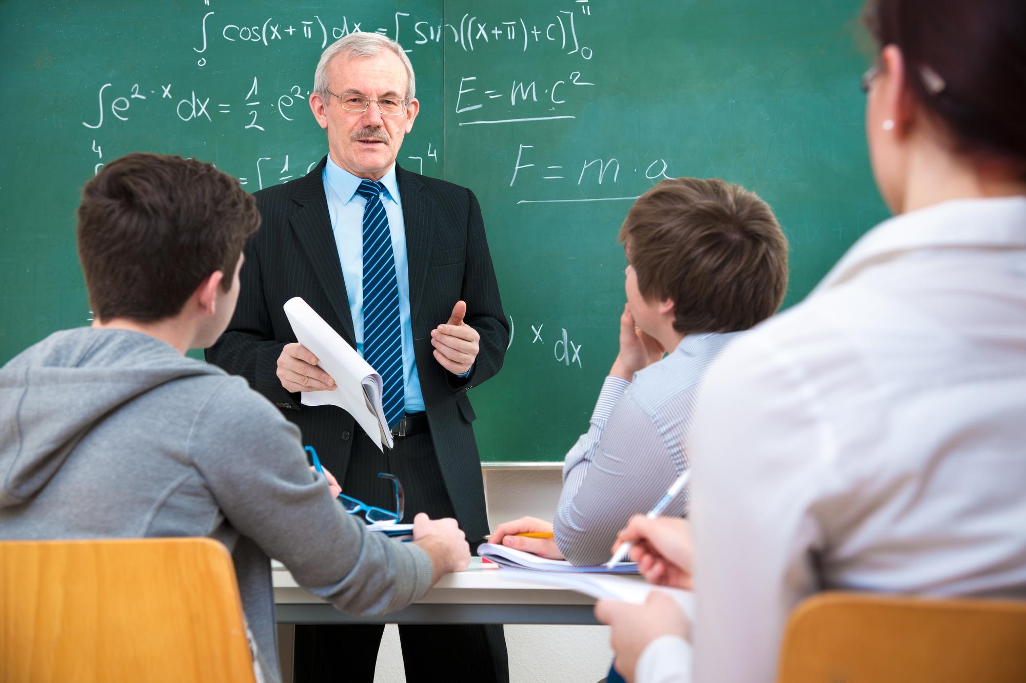 Минобрнауки рекомендует педагогам вузов старше 65 лет преподавать дистанционно