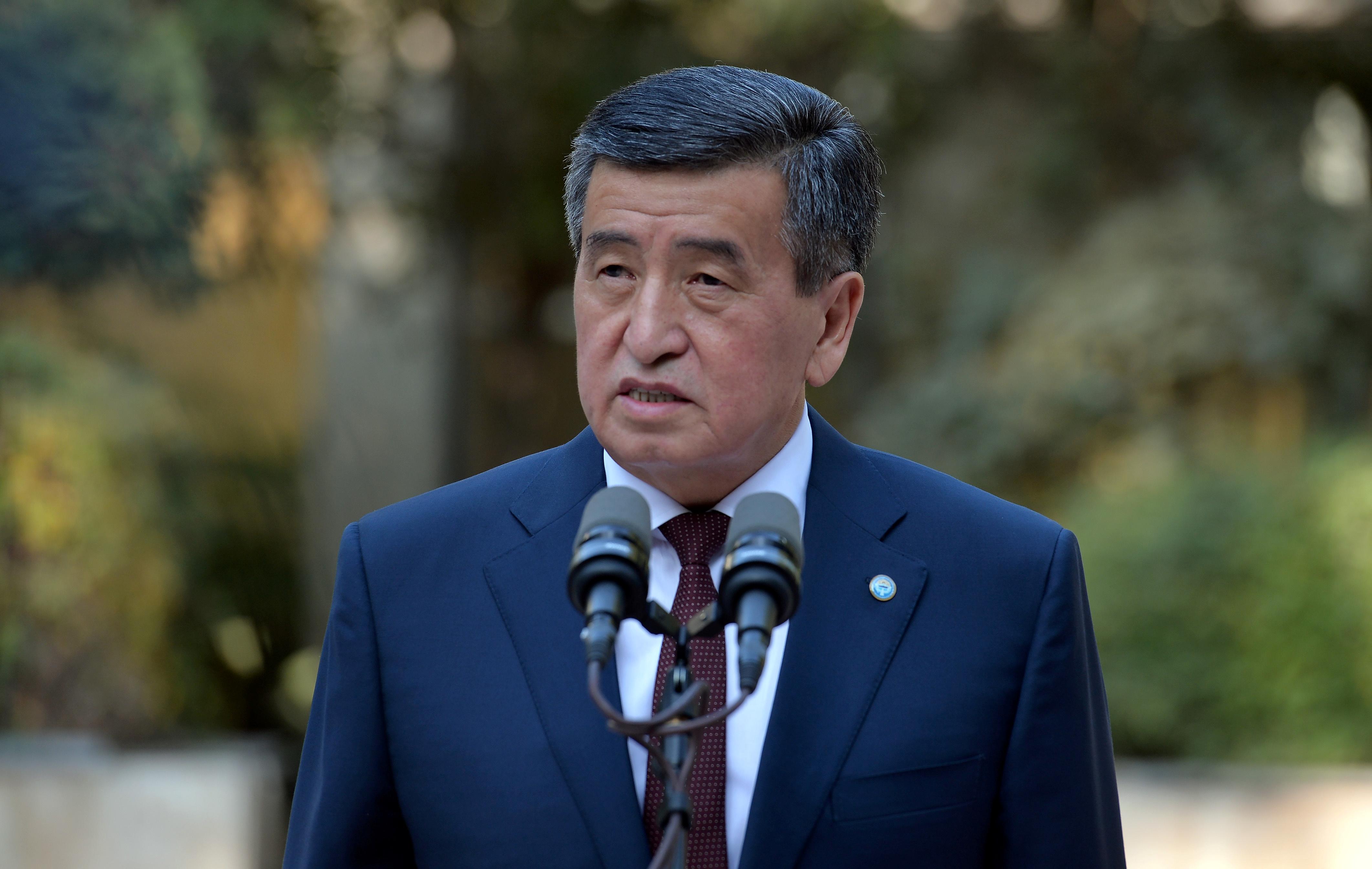 Отставка президента Киргизии вызвала «серьезные вопросы» у Евросоюза