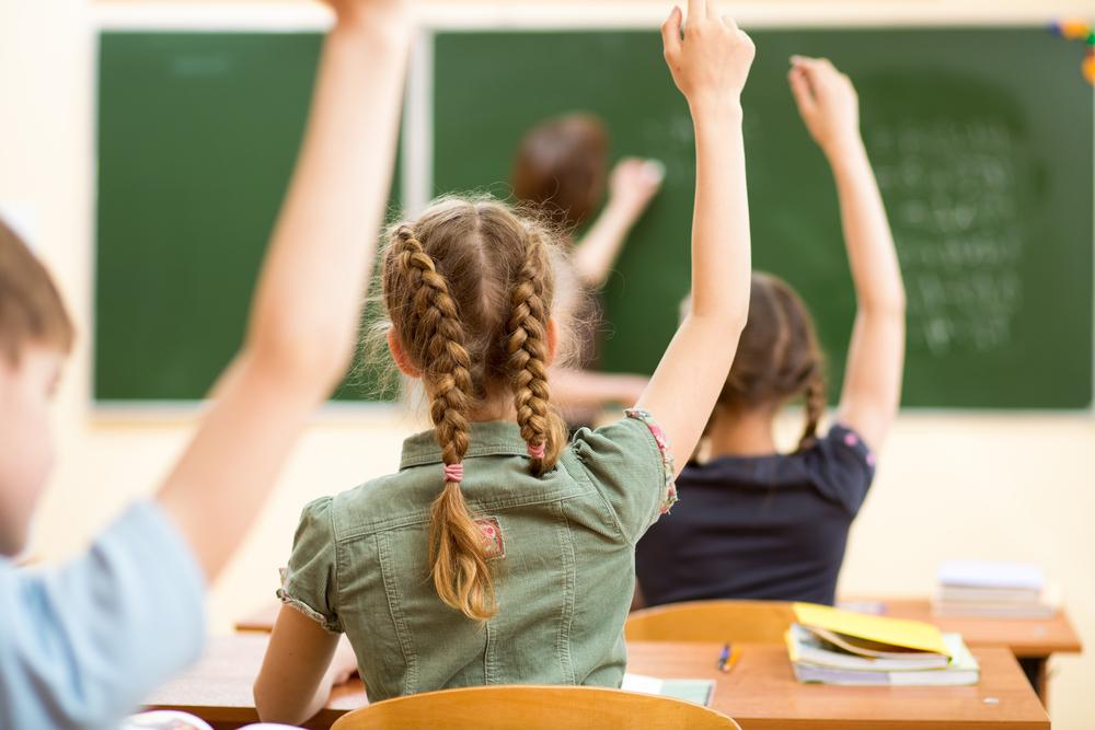 Правительство РФ намерено ликвидировать обучение в три смены в школах четырех регионов