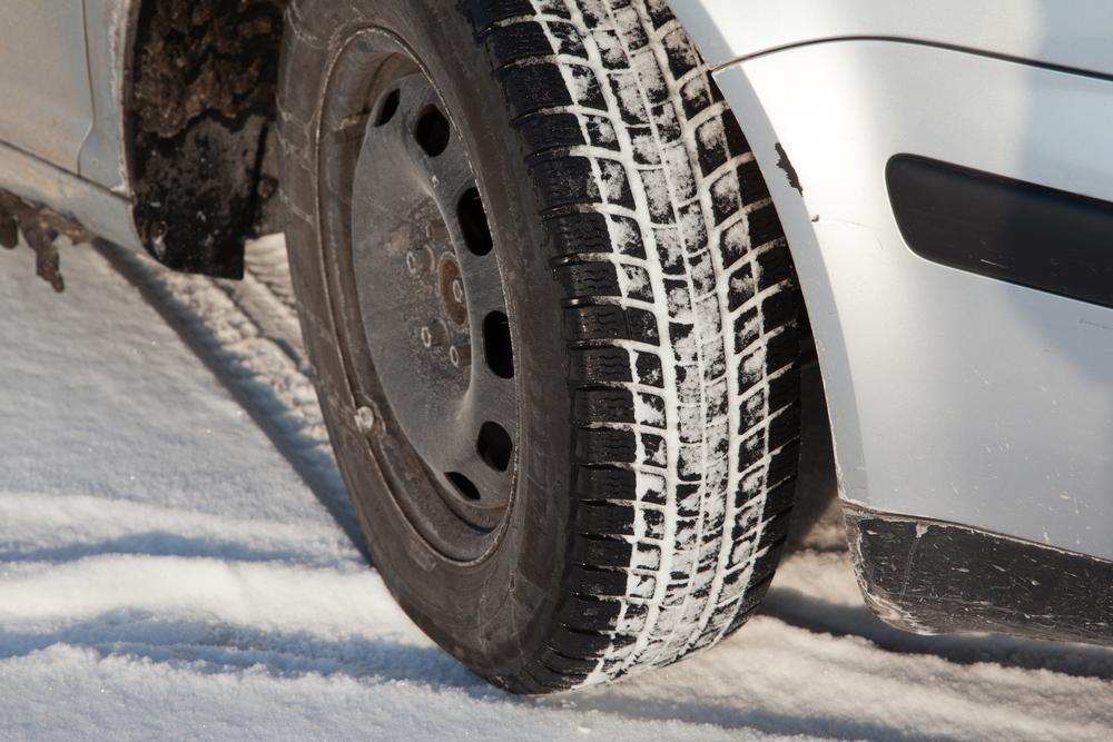 МВД предлагает запретить автовладельцам ездить зимой на летней резине