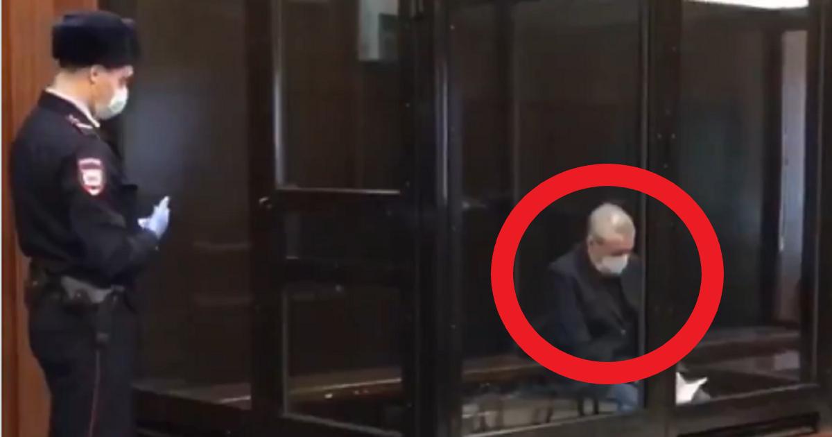Михаил Ефремов предстал в суде в новом облике (ВИДЕО)