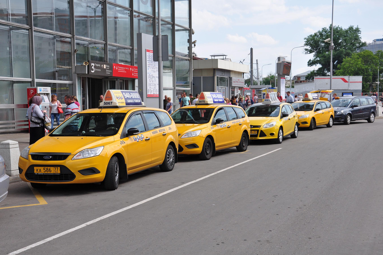 Около 60% таксистов в Москве не соблюдают противоэпидемические меры