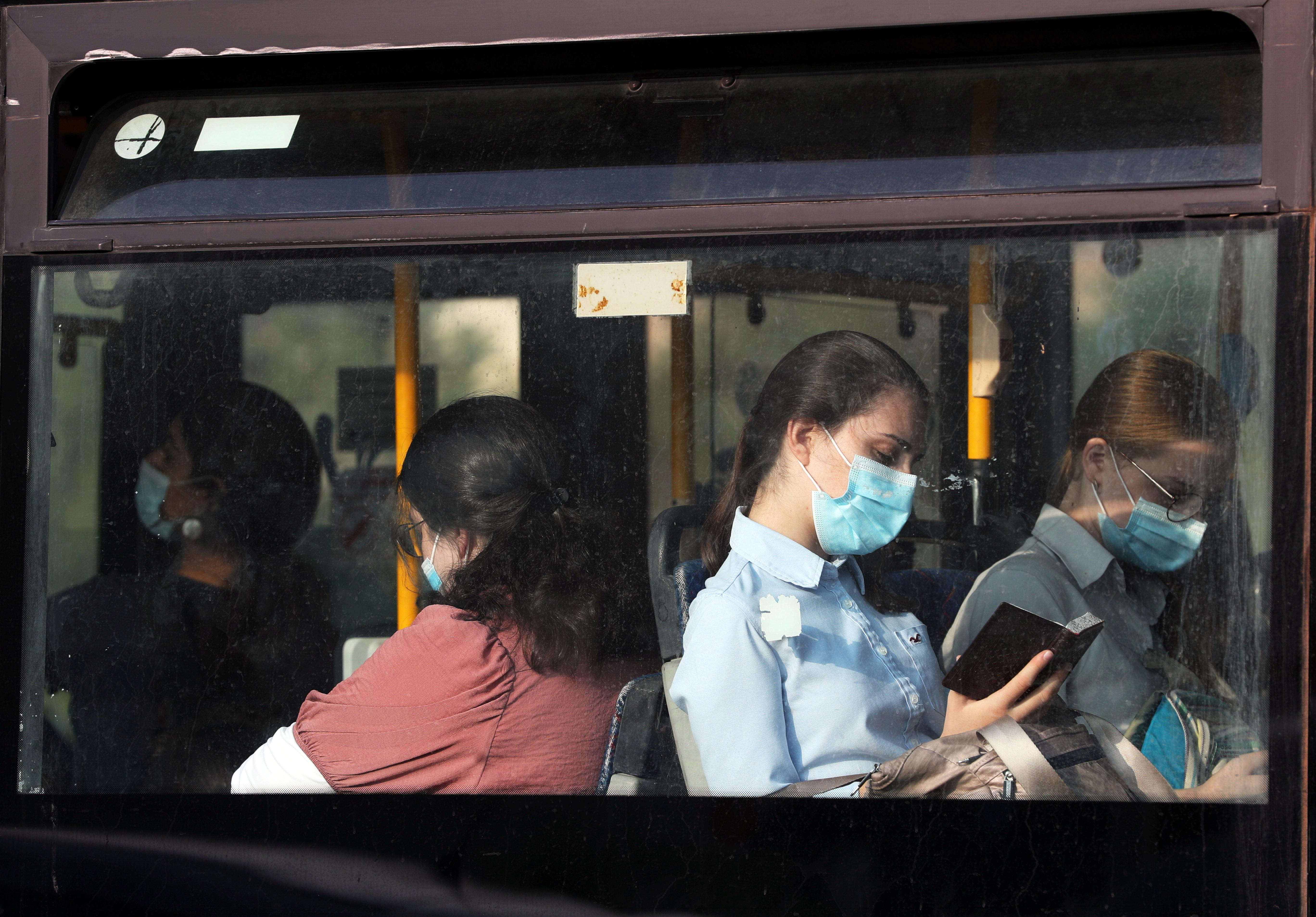Мэрия Екатеринбурга опровергла разрешение выгонять из автобусов людей без масок