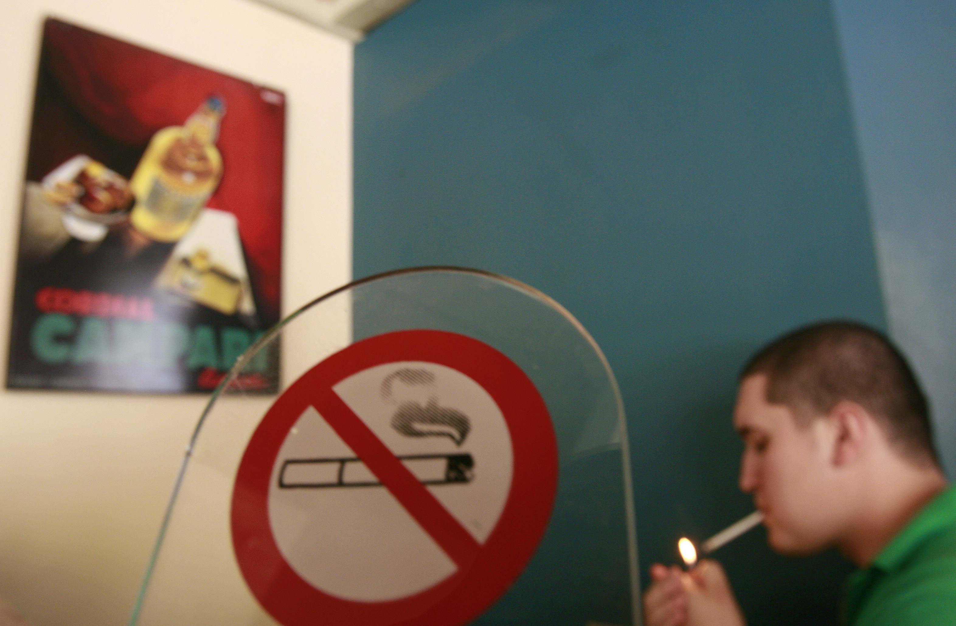 Спецслужбы задержали подпольных торговцев поддельными сигаретами
