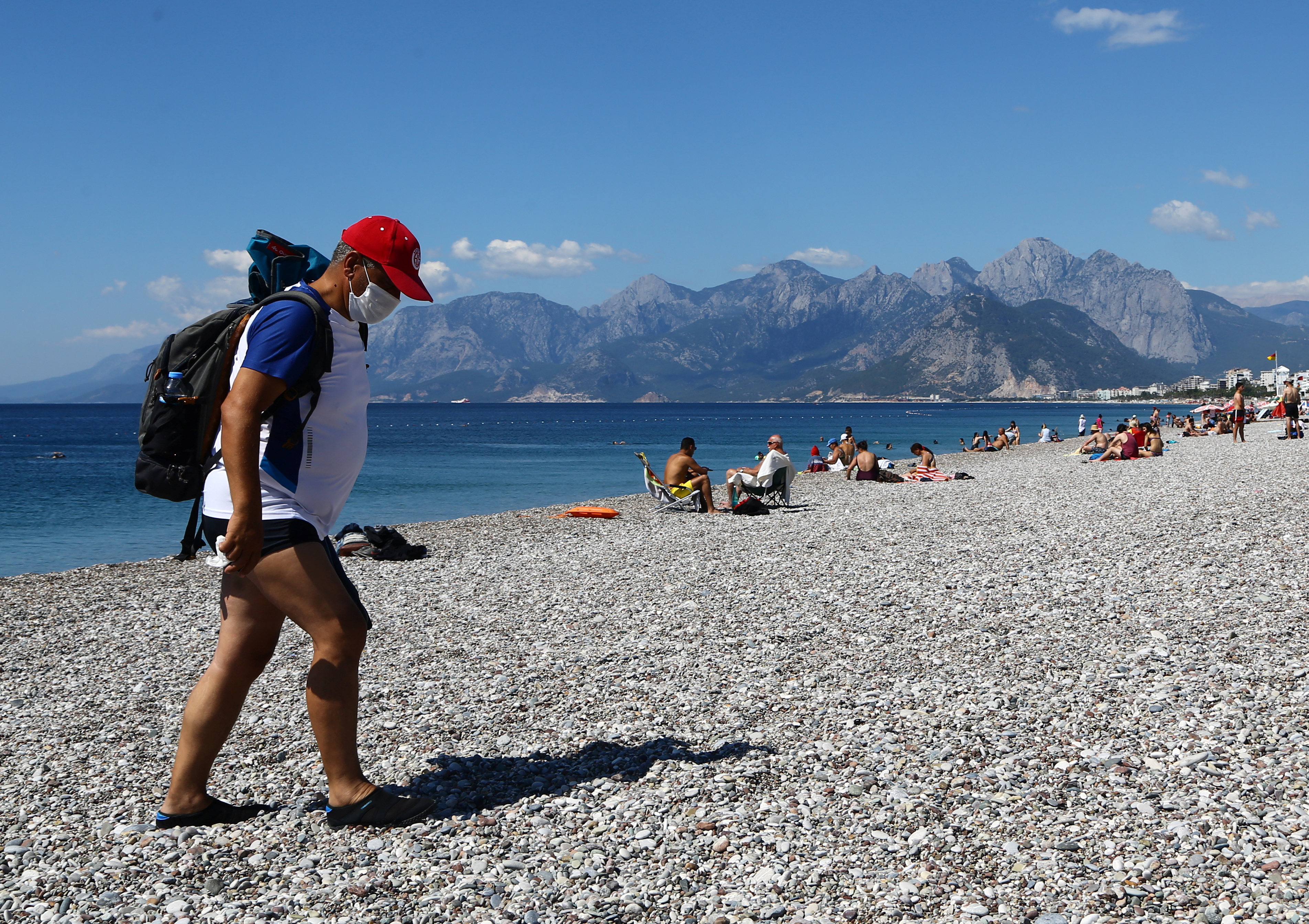 Мэр популярного турецкого курорта впал в кому из-за коронавируса