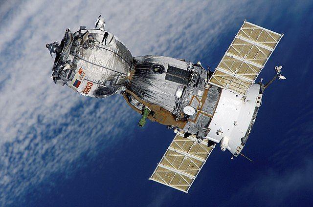 Космический корабль с экипажем МКС вернулся на Землю
