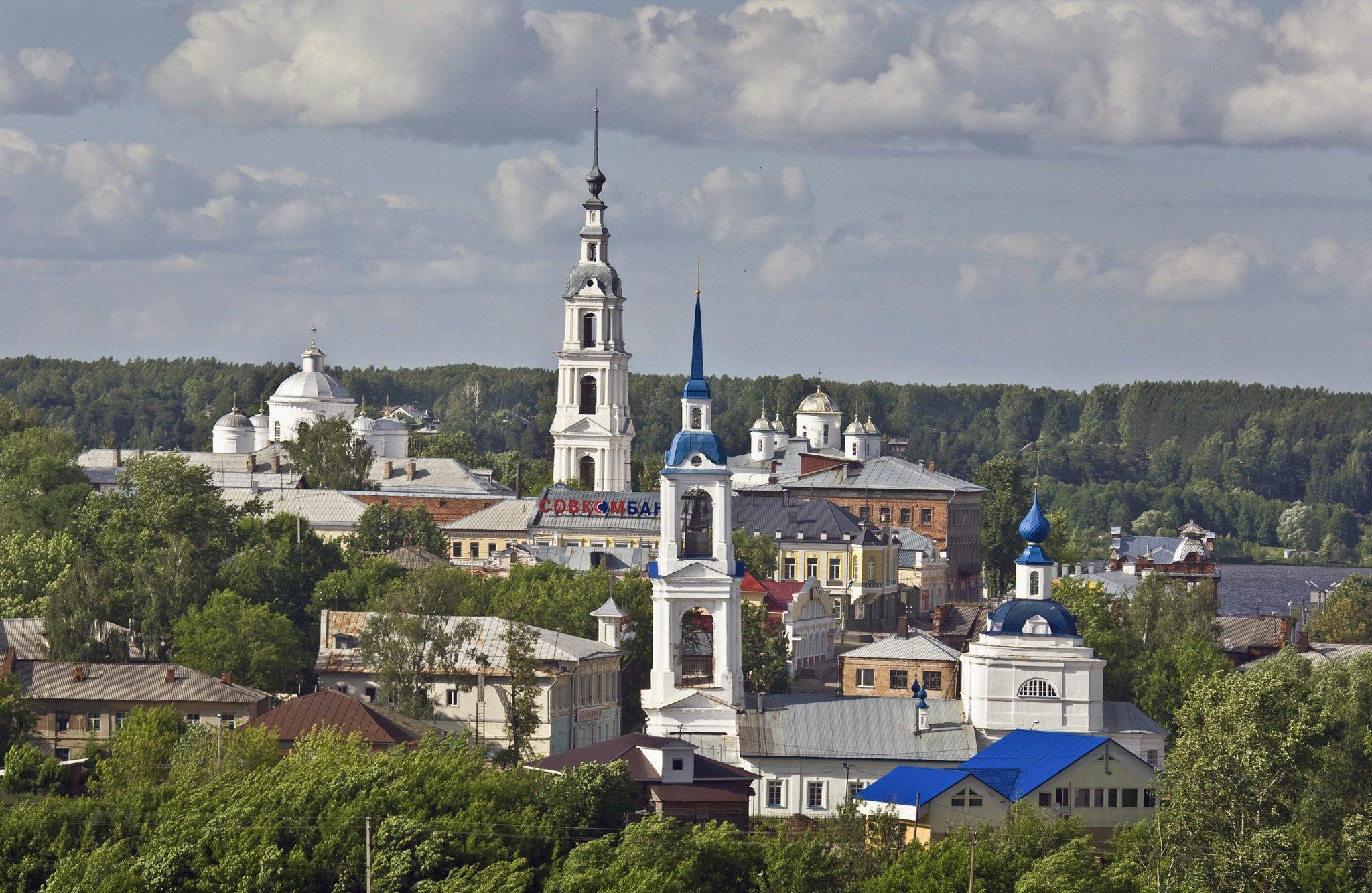 В маленьком российском городке установили скамейки по цене иномарки