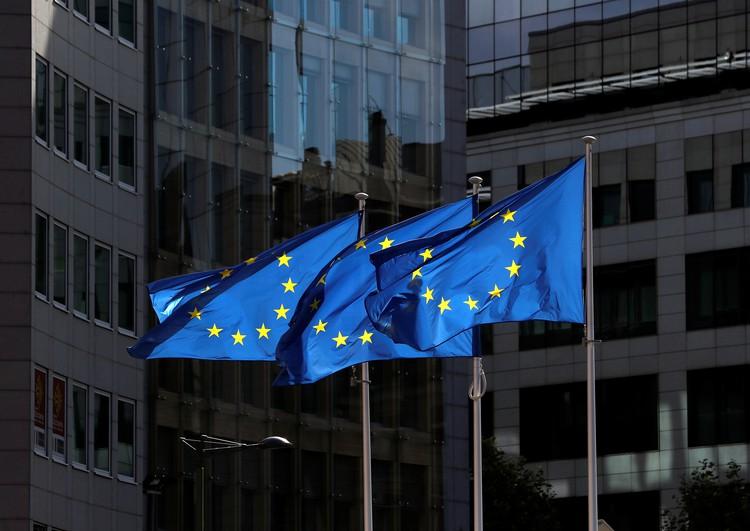 """ЕС и Великобритания ввели санкции против двух россиян и """"центра ГРУ"""""""