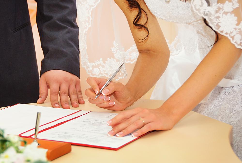 В Хабаровске запретили приглашать гостей на церемонии бракосочетания в ЗАГСах