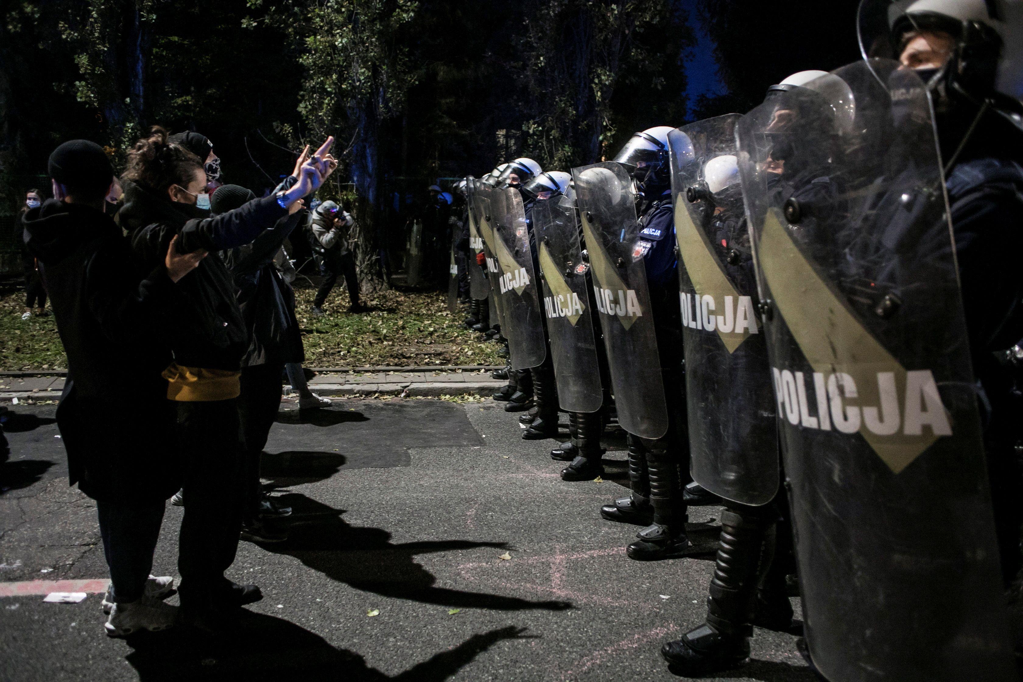 В Польше после запрета абортов вспыхнули протесты: полиция применила газ