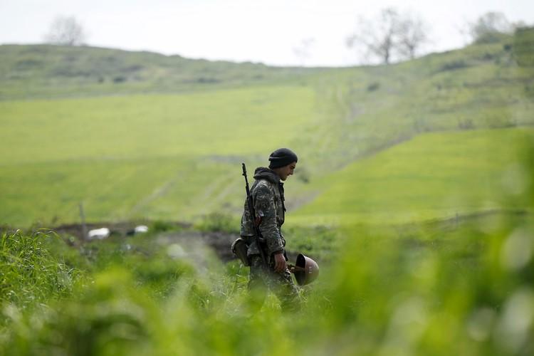Президент НКР попросил Путина содействовать прекращению огня в Карабахе