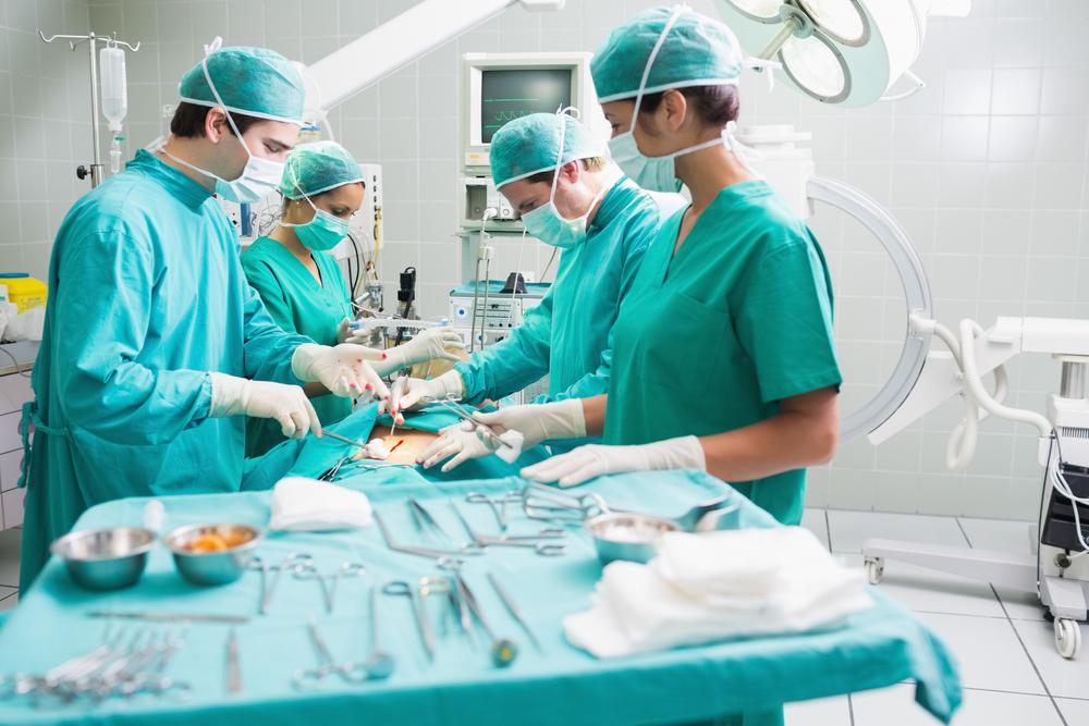 Полуторагодовалая девочка получила повреждения мозга и потеряла слух после операции в Москве