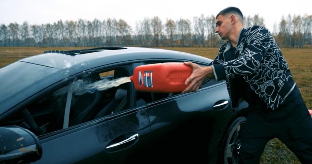 """Блогер из Москвы """"устал"""" и сжёг свой Mercedes за 13 миллионов"""