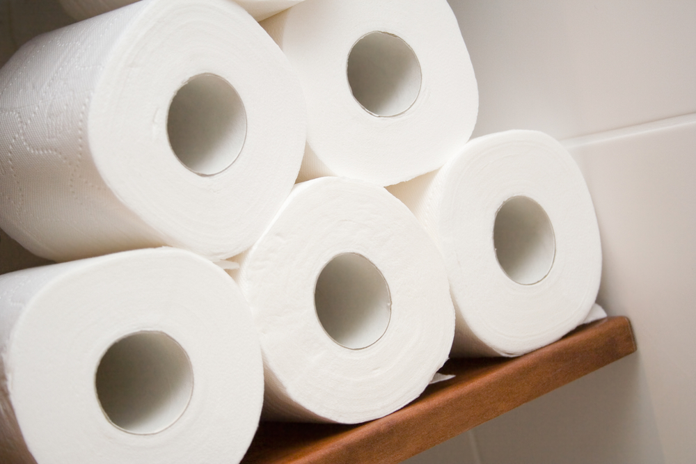 В крупных супермаркетах столицы Германии исчезла туалетная бумага