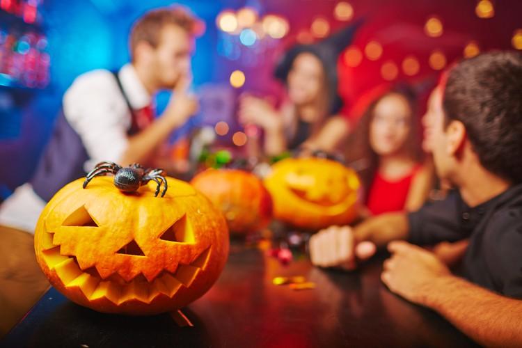 В этом году россиянам для Хэллоуина предлагают костюм коронавируса
