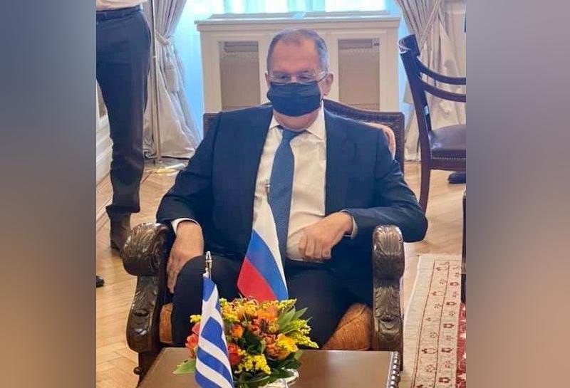 Сергея Лаврова засняли в странно надетой маске
