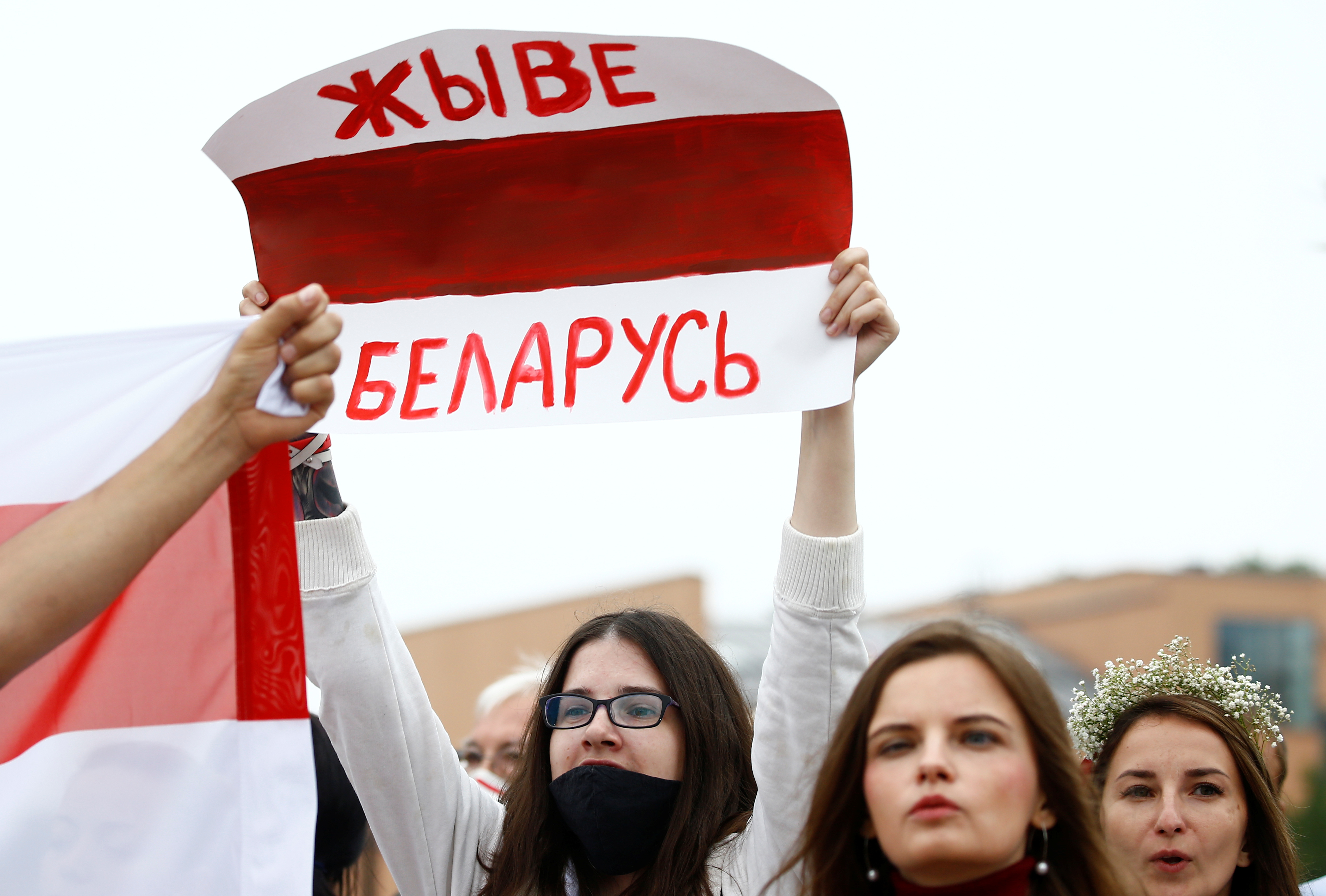 Двум белорусам светит 10-летний срок за надпись на тротуаре