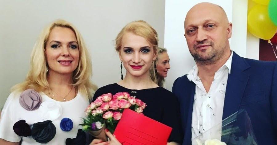 Дочь Куценко и Порошиной оштрафовали за езду в метро без перчаток