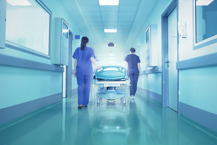 В Волгограде пациент коронавирусного госпиталя выпал из окна