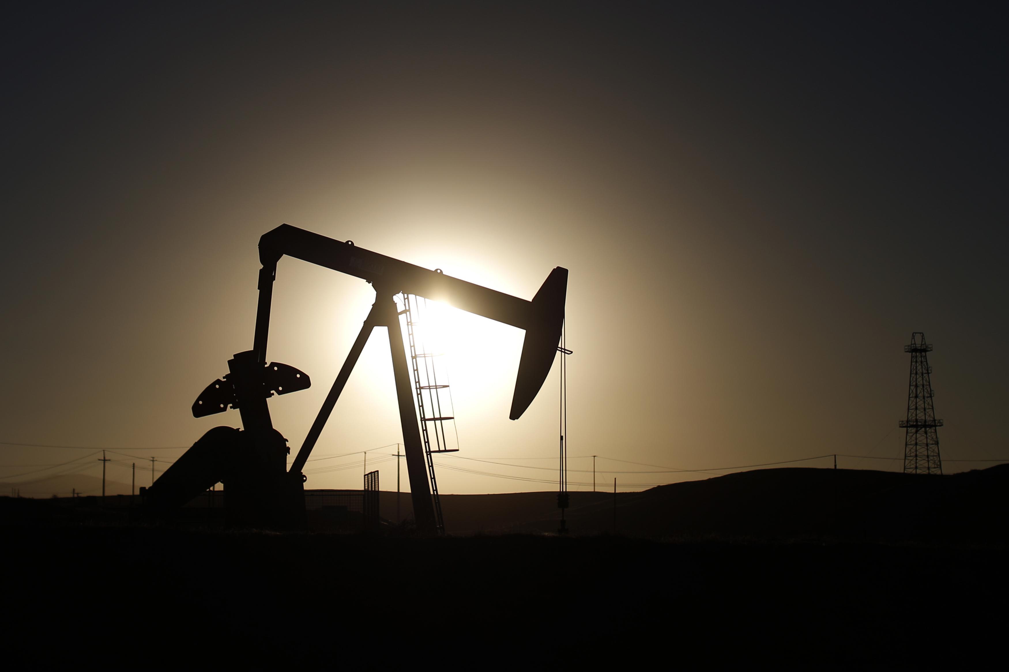 Стоимость нефти Brent упала до летних кризисных значений