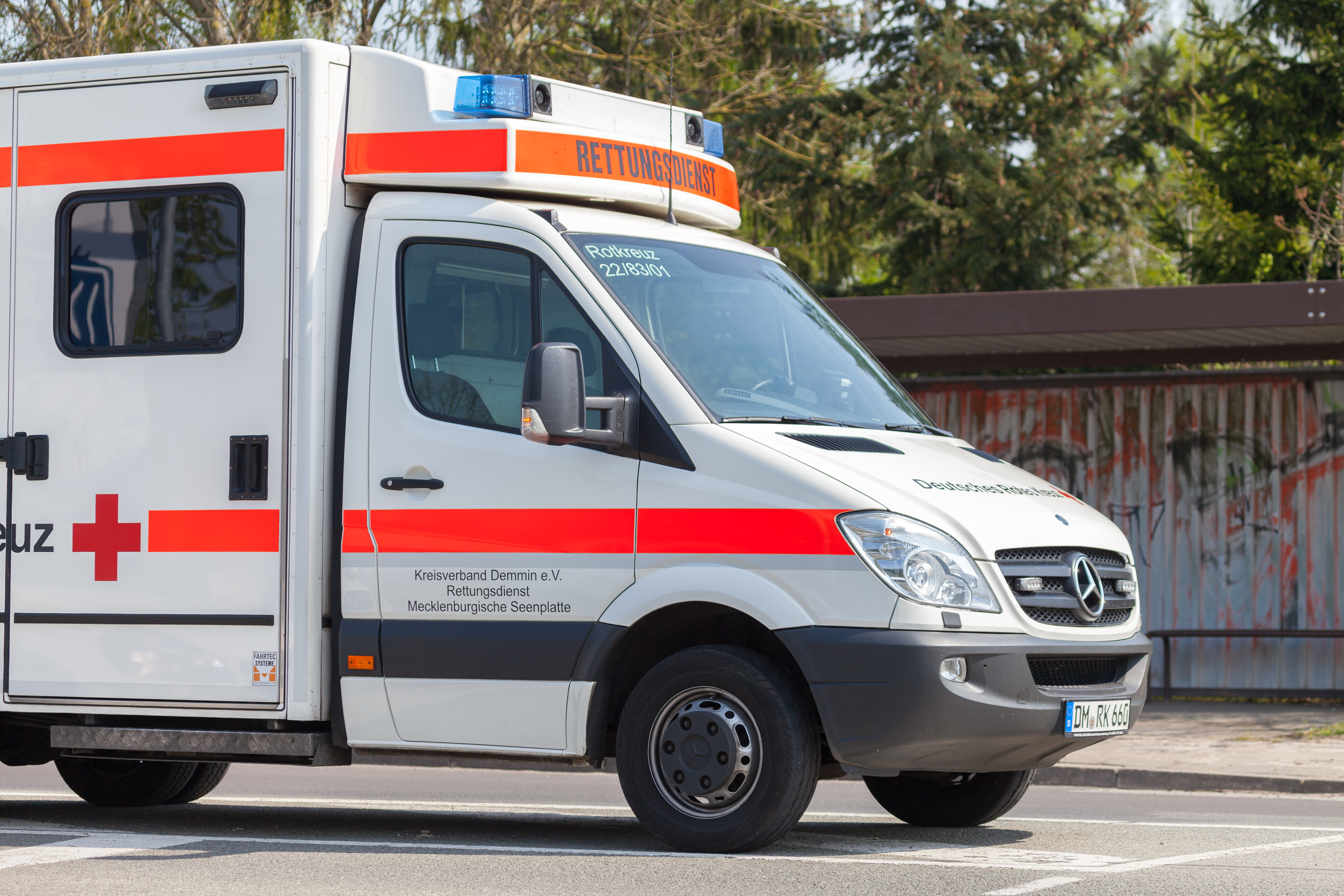 Человек погиб в результате наезда автомобиля в пешеходную зону в Германии