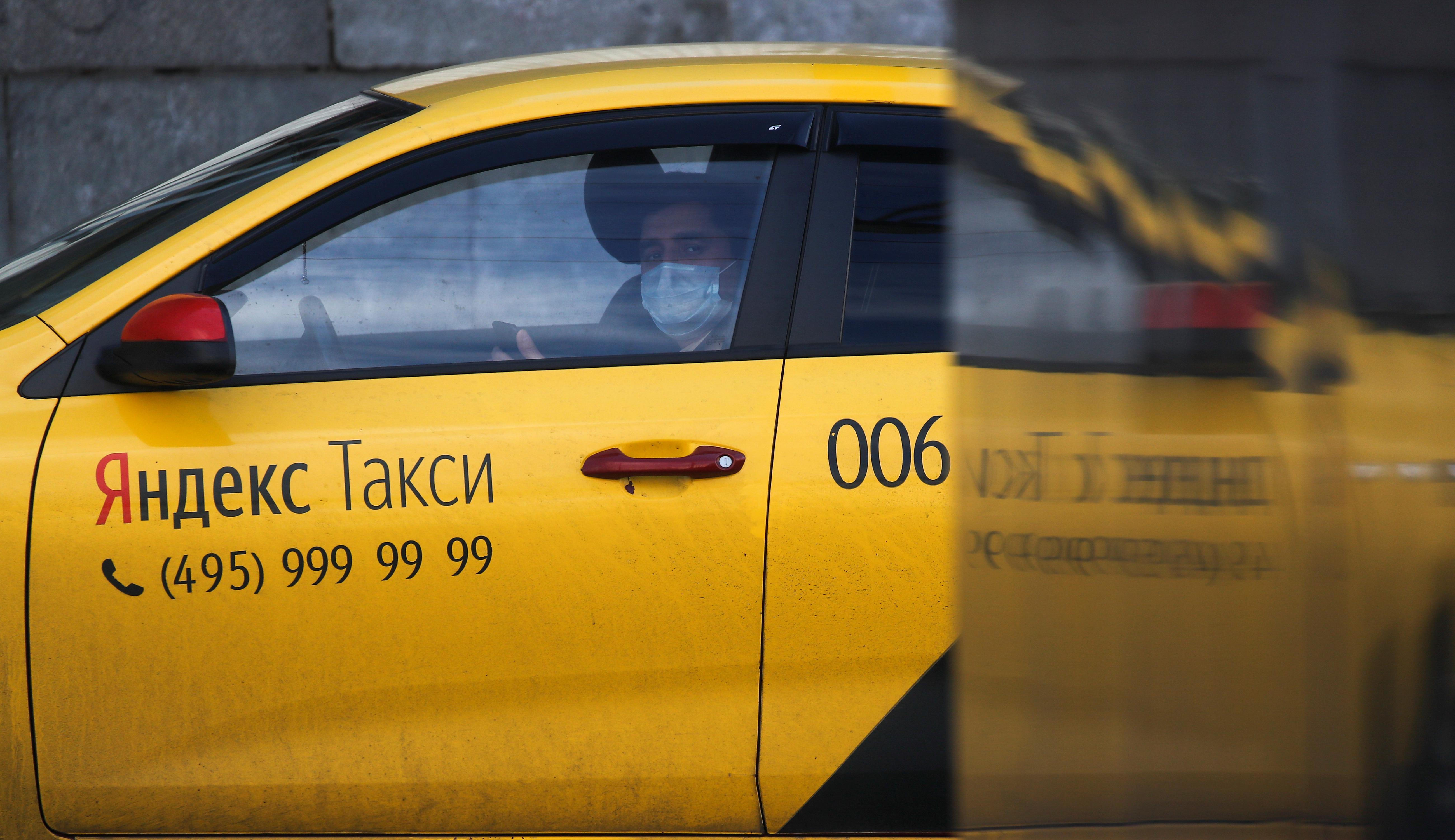 Свердловские таксисты взбунтовались после введения новых антиковидных мер