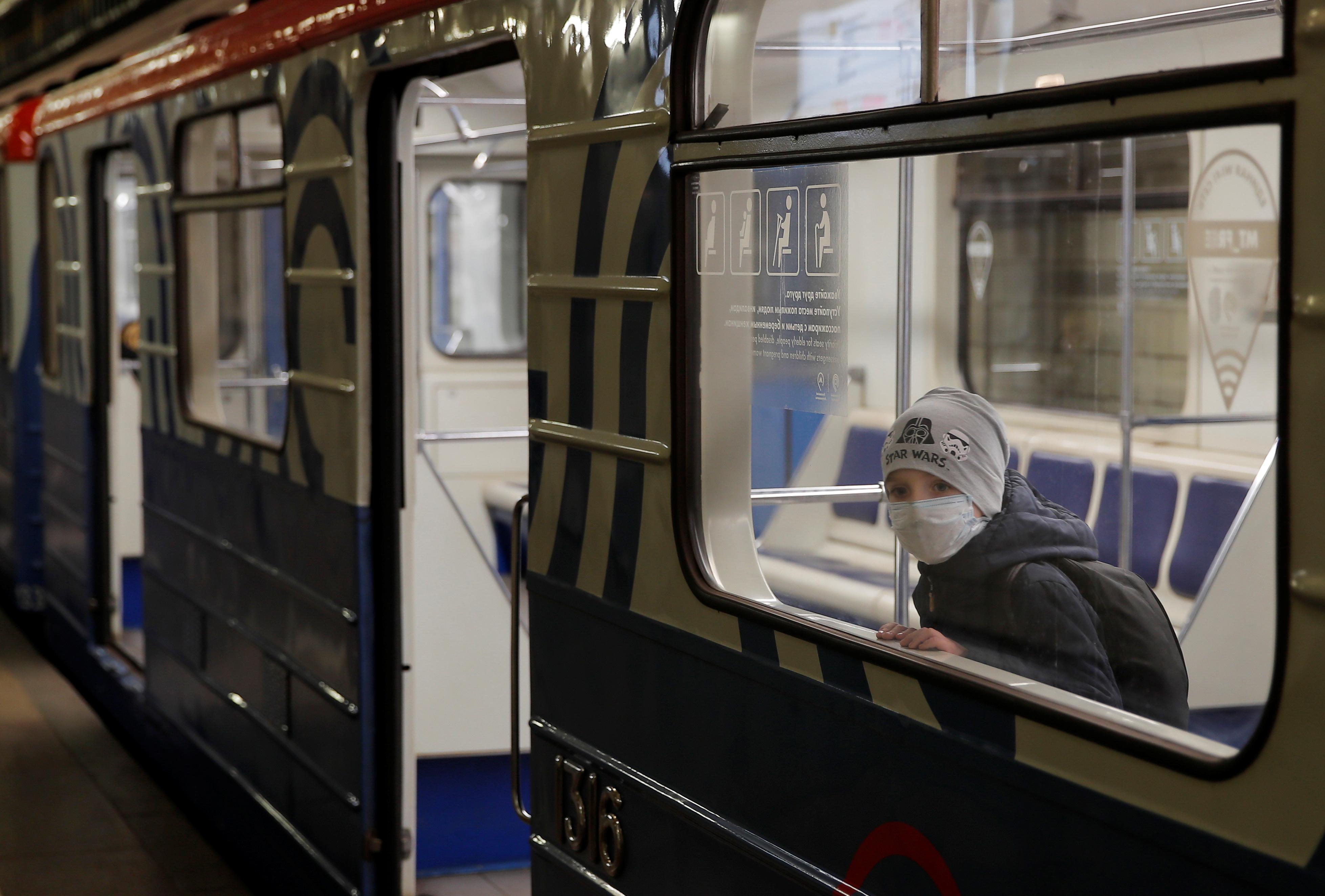 «Ведомости»: работников общественного транспорта Москвы насильно прививают от гриппа